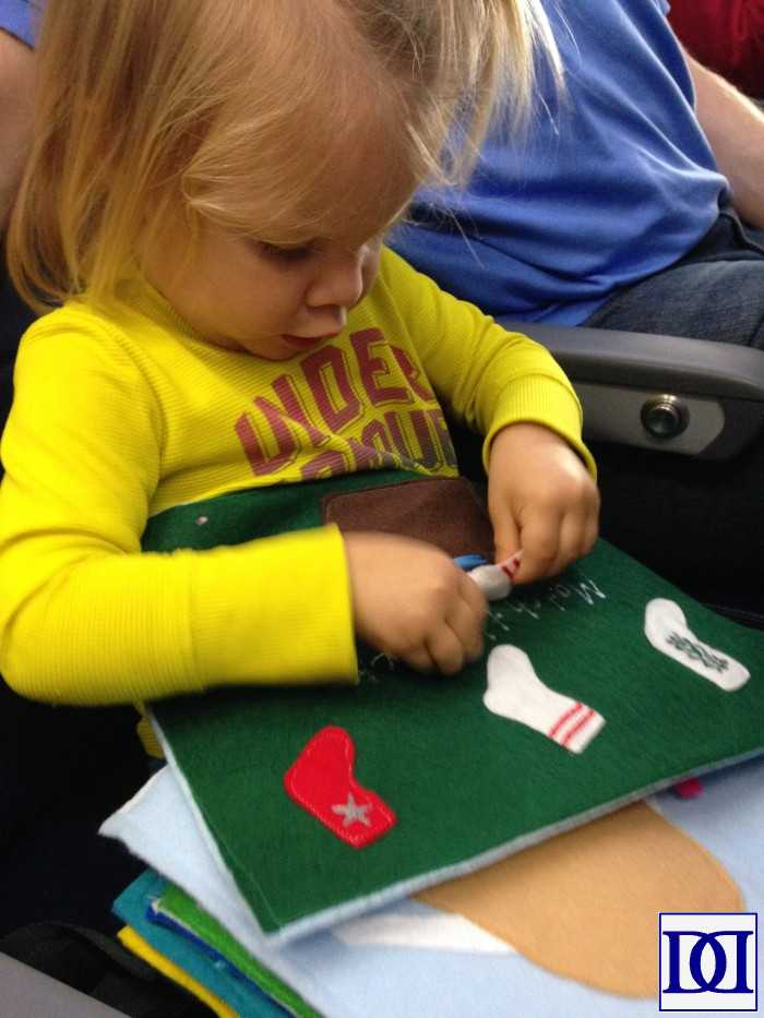 plane-tertaining-toddler-quiet-book