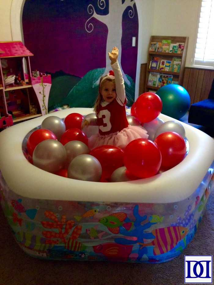football_party_balloon_pit